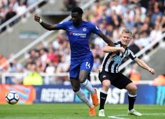Tiemoue Bakayoko battles for possession with Matt Ritchie of Newcastle United during the Premier League match between Newcastle United and Chelsea at St. James Park on May 13, 2018 in Newcastle upon Tyne.