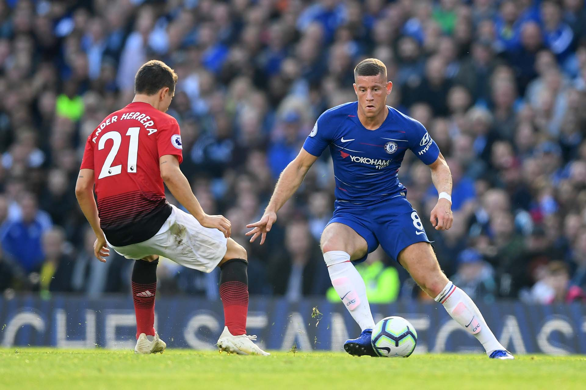 81be491e806984 Ross Barkley controls the ball during the Premier League match between Chelsea  FC and Manchester United