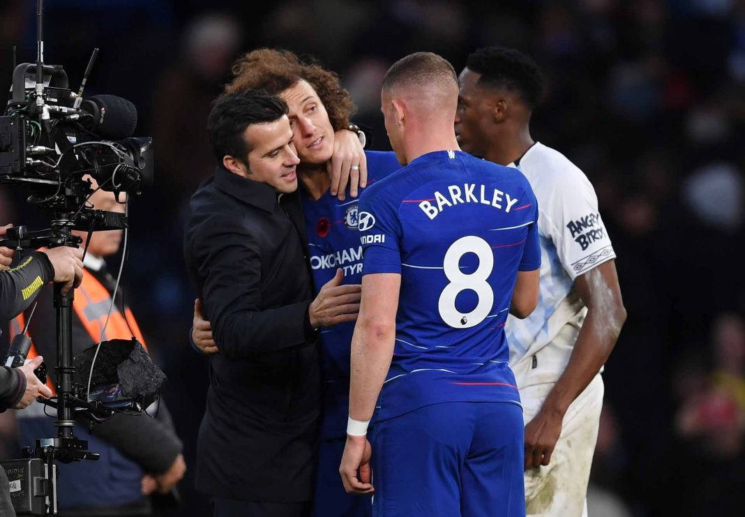 Marco Silva, Manager of Everton embraces David Luiz as he speaks to Yerry Mina of Everton and Ross Barkley after the Premier League match between Chelsea FC and Everton FC at Stamford Bridge on November 11, 2018 in London.