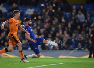 Olivier Giroud scores his team's second goal during the UEFA Europa League Group L match between Chelsea and PAOK at Stamford Bridge on November 29, 2018 in London.